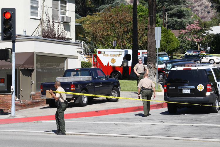 Sheriffs cordon off an area of Lasheart after a murder/suicide took place last Friday.  Photo By Mary O'KEEFE