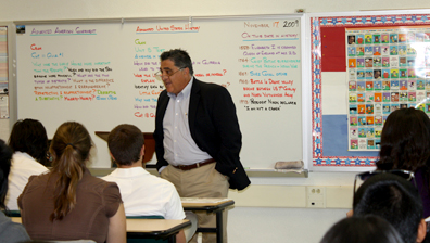 State Assemblymember Anthony Portantino spoke to Clark Magnet High School teacher Nick Doom's Advance Placement Government class. Photo by Mary O'KEEFE