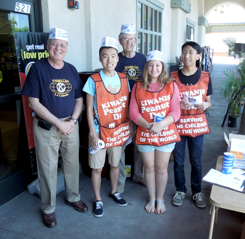 Photo by Nick BERKUTA Students and Kiwanis members gathered outside of the Ralphs market in La Cañada Flintridge on Sunday afternoon to raise money for the Eliminate Project. Shown from left are Kiwanis member Al Restivo, Key Club secretary David Jin, Kiwanis member Stewart Lee, Builders Club member Ali Navarro, and Keyclubber Colin Suehiro.