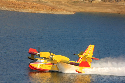 Bombardier CL-415 SuperScooper makes a pickup at Lake Castaic, California