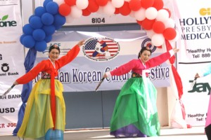 Korean dancers WEB