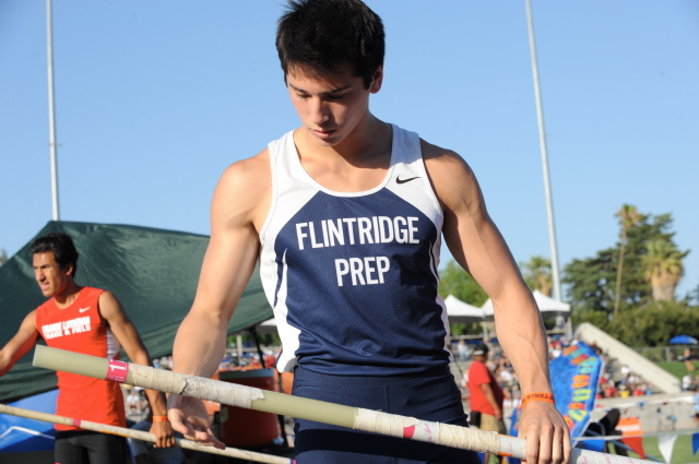 Photos by Leonard COUTIN Flintridge Prep twins Barrett and Gareth Weiss, who had jumped 15-2 at the masters' meet, failed to meet the qualifying height of 15-3 at state.