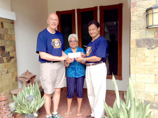 "Tom Passanisi (left), immediate past president of the Kiwanis Club of La Cañada and 2015-16 Lt. Gov. Elect of California Nevada District 3 of Kiwanis International, with his wife Dulce presented a check for $500 from the Kiwanis to Dr. Edgio Elio of Tabang ""Help"" Antique Philippines."