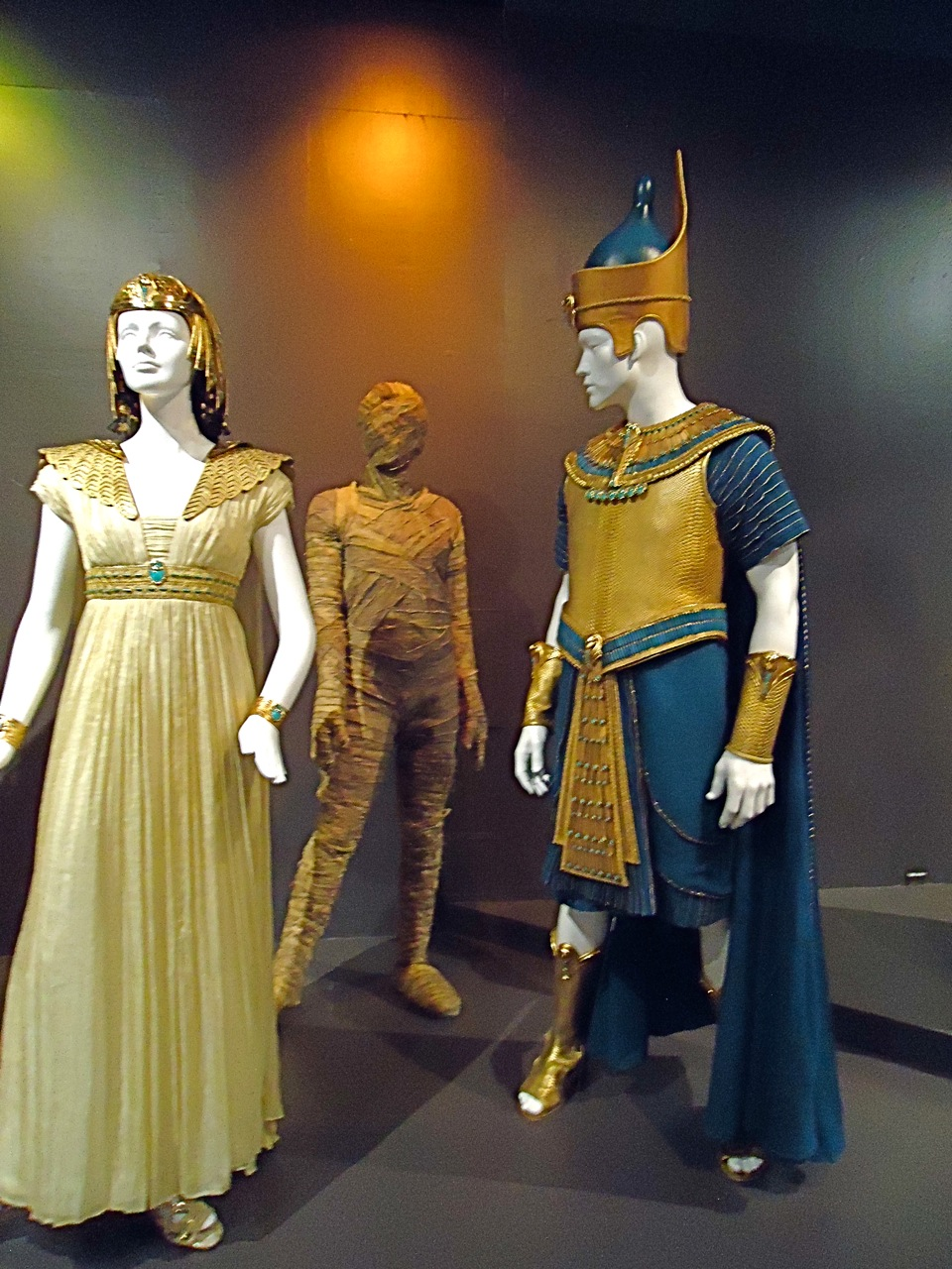 fidm showcases oscar nominated costumes
