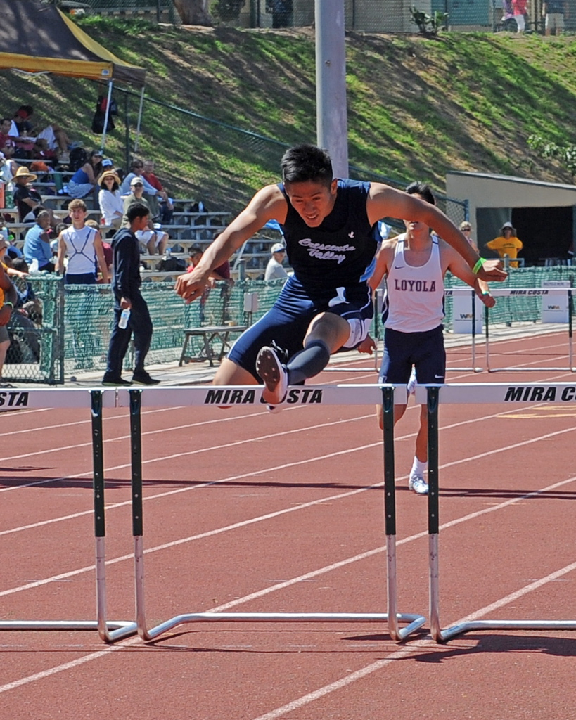 Photos by Leonard COUTIN Kenny Kang in the hurdles.
