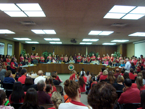Photos by Jason KUROSU The chambers of the GUSD were crowded on Tuesday night with supporters of the Glendale Teachers Association.