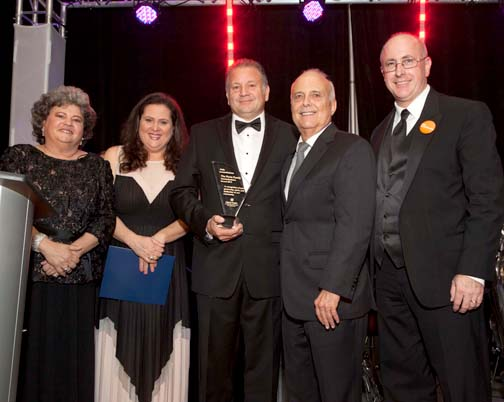 The Porto family – Betty Porto, Margarita Navarro, Raoul Jr. Porto – were honored with the Humankindness Award by  former Glendale mayor Frank Quintero and Wayne Herron, VP of Philanthropy of Glendale Memorial Health Foundation at the 28thAnnual Evening of Wine & Roses.
