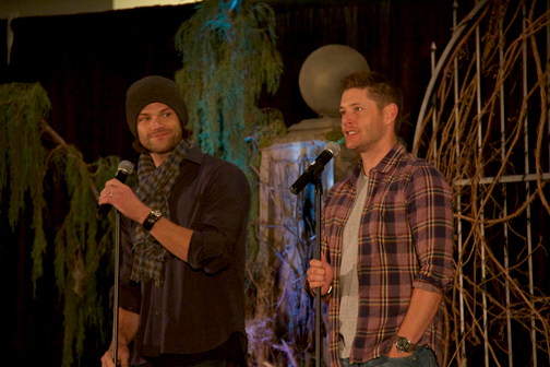"Photos by Charly SHELTON Jared Padalecki (left) and Jensen Ackles talk with fans at the ""Supernatural"" convention."
