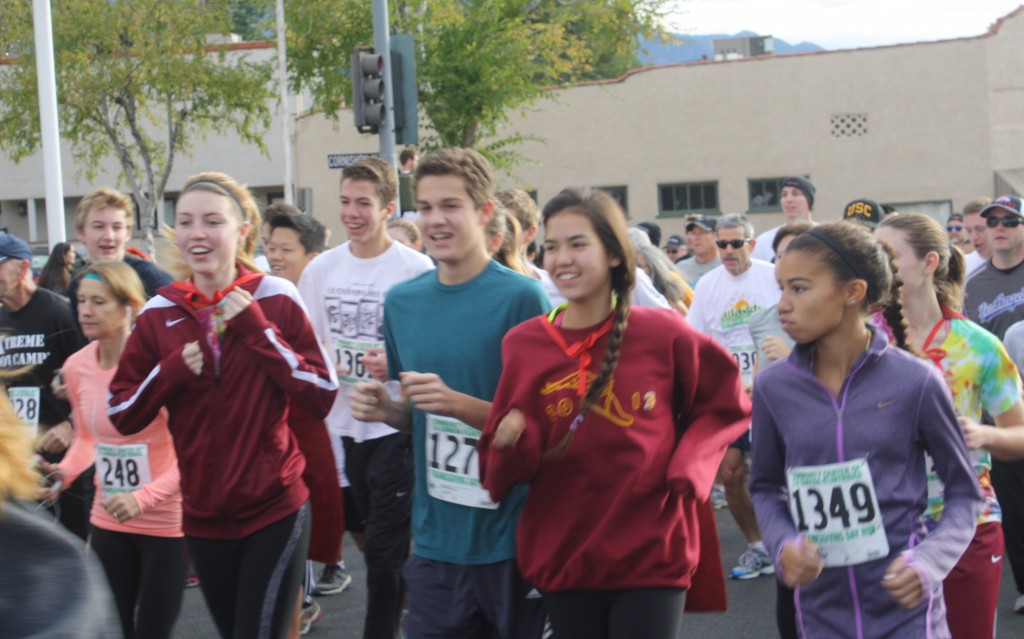File photos Hundreds are expected to turn out for the annual Thanksgiving Day Run & Food Drive. The Run is on Thanksgiving morning starting at 8:30 at Memorial Park in La Cañada.