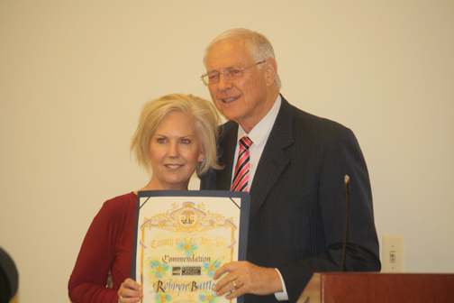 Photos by Robin GOLDSWORTHY Outgoing CVTC president Robbyn Battles received a certificate of appreciate from Supervisor Michael Antonovich at the Dec. 17 town council meeting.