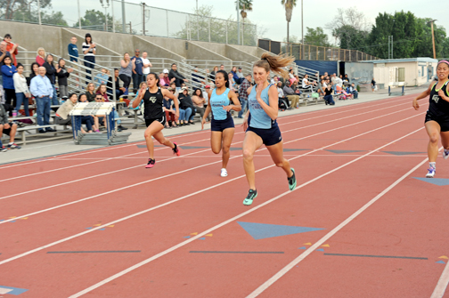 Photos by Leonard COUTIN Sophomore Jessy Shelton placed second in the 100m (12.8).