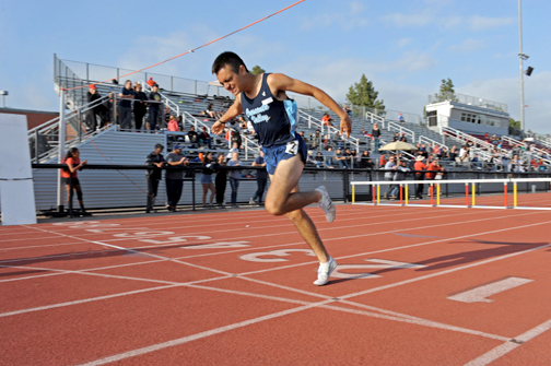 Senior Armin Cardenas ran the second fastest time in the 800m (2:01.64) to win his heat.