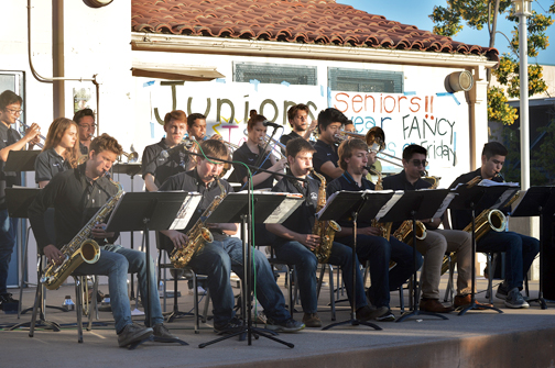 Profits from the fundraiser benefitted the CV jazz band, which entertained during the pizza war.