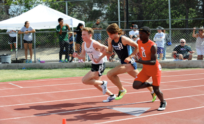 Kyle Dickinson at the start of the 800m.