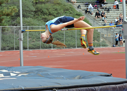 Claire Codding jumped 4-10 and unfortunately did not advance. Photos by Leonard COUTIN