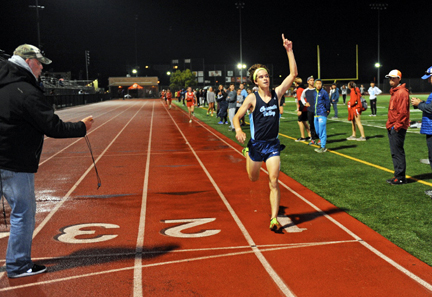 Colin FitzGerald won the 3200m in a time of 9:28.8.