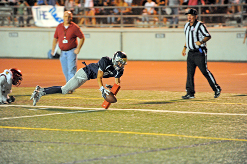 Photos by Leonard COUTIN Will Rees racked up 156 yards on Friday's game against the La Cañada Spartans.